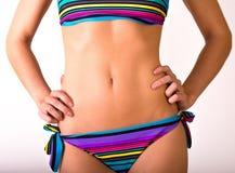 明亮的比基尼泳装的少妇身体 免版税图库摄影