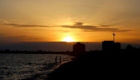 明亮的海日落的照片 免版税库存照片