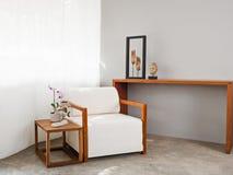 明亮的白色沙发位子 库存照片