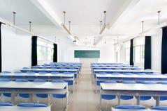 明亮的空的教室 图库摄影