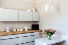 明亮的空间-厨房角落 免版税库存图片