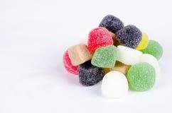 明亮的糖果颜色心满意足的棍子糖甜点 免版税库存照片
