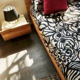 明亮的舒适卧室 免版税图库摄影