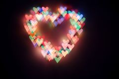 明亮的色的心脏bokeh的心脏 恋人的背景 图库摄影