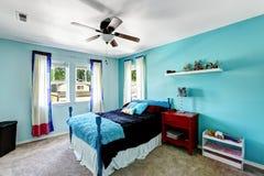 明亮的蓝色女孩室内部 库存图片
