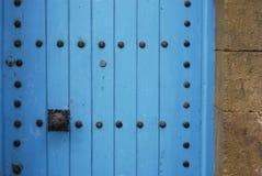 明亮的蓝色摩洛哥门 库存图片