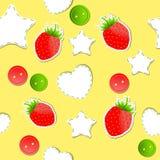 明亮的逗人喜爱的无缝的草莓墙纸 免版税库存照片