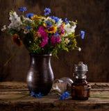 明亮的野花美丽的花束 库存图片