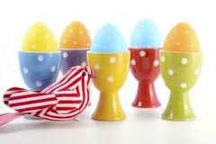 明亮的颜色复活节彩蛋 免版税库存图片