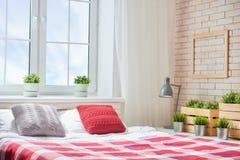 明亮的颜色的卧室 图库摄影