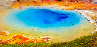 明亮的颜色,温泉,黄石国家公园 图库摄影