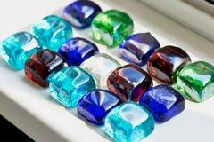 明亮的玻璃多彩多姿的石头正方形 免版税库存照片