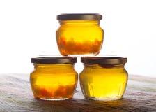 明亮的黄色果酱-蒲公英花蜂蜜 选择聚焦 沙公 免版税库存图片