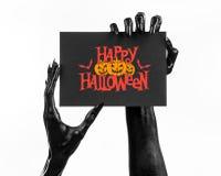 明信片和愉快的万圣夜题材:拿着与词在白色的愉快的万圣夜的死亡的黑手党一个纸牌隔绝了ba 免版税库存图片