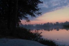 黎明前和太阳过来 免版税库存照片