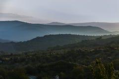 黎明在山区 免版税库存图片
