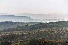 黎明在山区 免版税库存照片