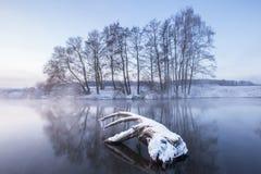黎明堤防伊尔库次克俄国降雪冬天 免版税库存图片