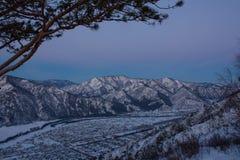 黎明堤防伊尔库次克俄国降雪冬天 免版税库存照片