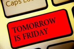 明天显示概念性手的文字是星期五 采取休息假期新的星期标志的企业照片文本周末愉快的假日 图库摄影