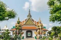 黎明寺寺庙的邪魔监护人在曼谷 图库摄影