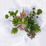 360黎明寺Ratchawararam Ratchawaramahawihan全景  库存图片