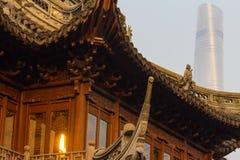 明朝豫园和上海塔 库存图片