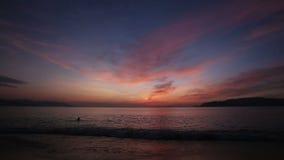 黎明看法在海海岛和小船上覆盖 影视素材
