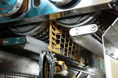 明胶胶囊机器制造  机器人的检验 胶囊的生产片剂的 库存图片