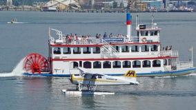 明轮船和海上飞机 图库摄影