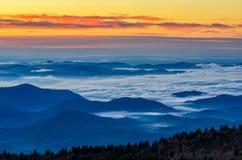 黎明,从黑凤仙花瘤的蓝岭山行车通道 免版税库存照片