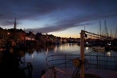 黄昏在港口 库存照片