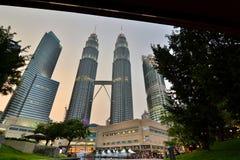 黄昏天然碱耸立孪生 吉隆坡 马来西亚 免版税库存图片