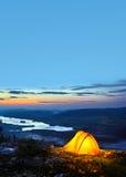 黄昏打开了帐篷 库存照片