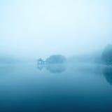 昏暗的湖 免版税库存照片