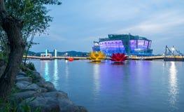 黄昏的五颜六色和美丽的汉城浮动海岛 免版税库存图片