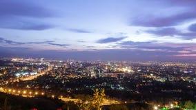黄昏的城市 阿尔玛蒂,哈萨克斯坦 Timelapse 股票视频