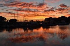 黄昏的小游艇船坞 库存照片