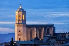 黄昏的希罗纳大教堂在西班牙 免版税库存照片
