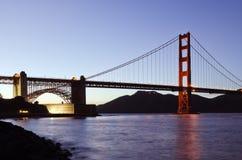 黄昏的旧金山的金门大桥 免版税库存图片