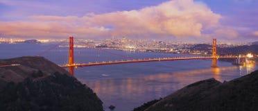 黄昏的旧金山金门大桥 免版税库存图片
