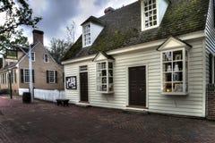 黄昏的殖民地威廉斯堡邮局 免版税图库摄影