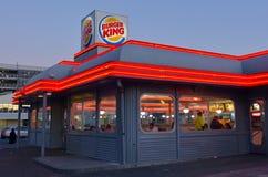 黄昏的汉堡王餐馆 库存图片