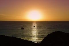 黄昏的海洋在兰萨罗特岛,加那利群岛,西班牙 免版税库存图片