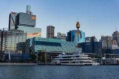 黄昏的达令港与Macquarie大厦 图库摄影