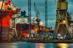 黄昏的造船厂 免版税图库摄影