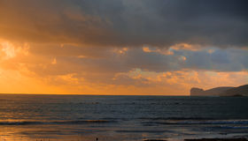 黄昏的阿尔盖罗海岸线 图库摄影