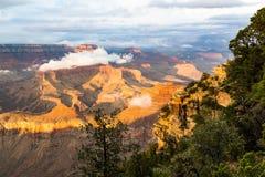黄昏的,亚利桑那,美国大峡谷国家公园 免版税库存照片