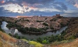 黄昏的,卡斯提尔La Mancha,西班牙托莱多全景 库存照片