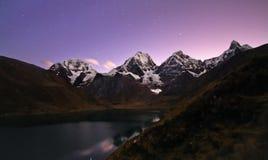 黄昏的,秘鲁山脉Huayhuash 图库摄影